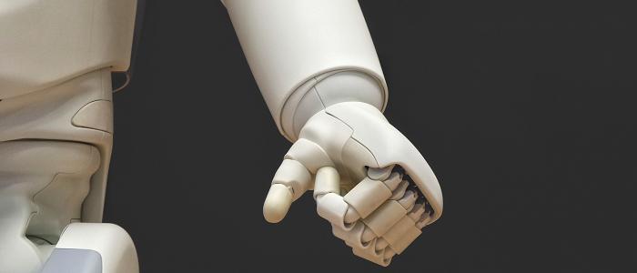 Menschenunterstützte KI in einer Zeit der Hyper-Verbindung